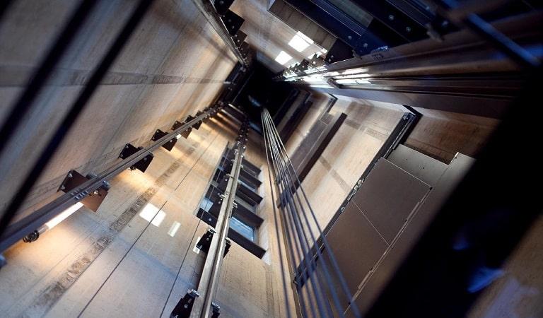 Asansör taşıyıcı kancaları, asansör kancaları.