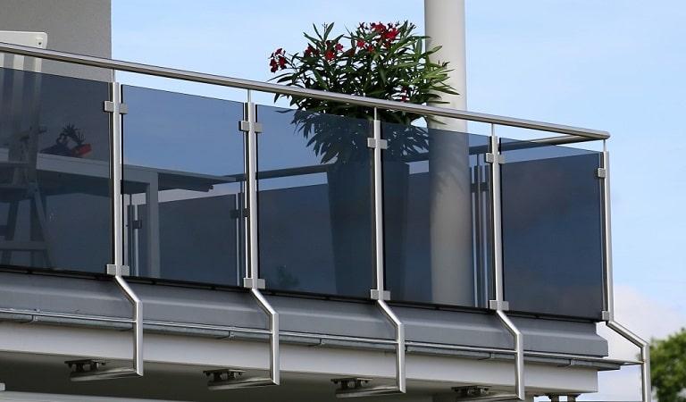 Balkon küpeşte korkuluk, balkon alüminyum korkuluk, balkon çelik korkuluk.