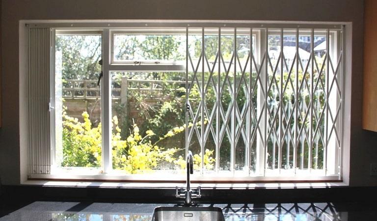 Ferforje pencere korkuluğu, pencere korkuluk demiri.