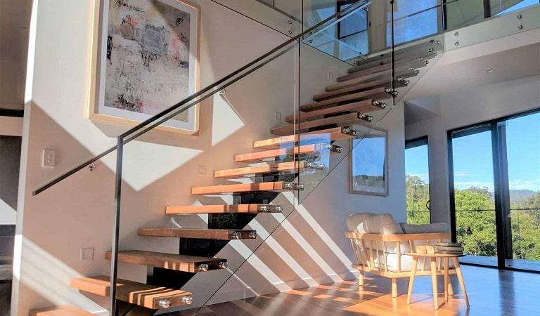 Küpeşte merdiven korkuluğu, camlı küpeşte, camlı korkuluk.